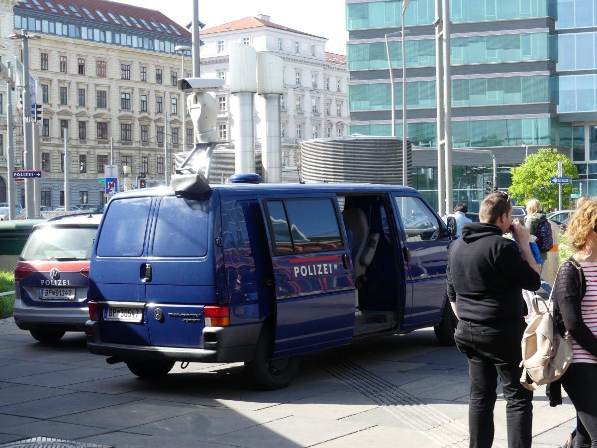 Überwachungswagen der Polizei am 27. April 2018 am Praterstern zur Durchsetzung des Alkoholverbots
