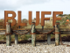 rostiges Ortsschild der Ortschaft Bluff in Neuseeland