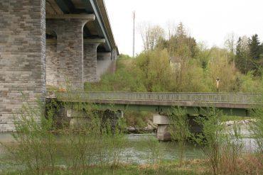 Westautobahn: Brücke über den Fluss Alm in Oberösterreich