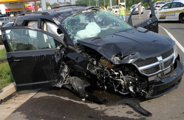 Auto nach Unfall - leicht zerstört
